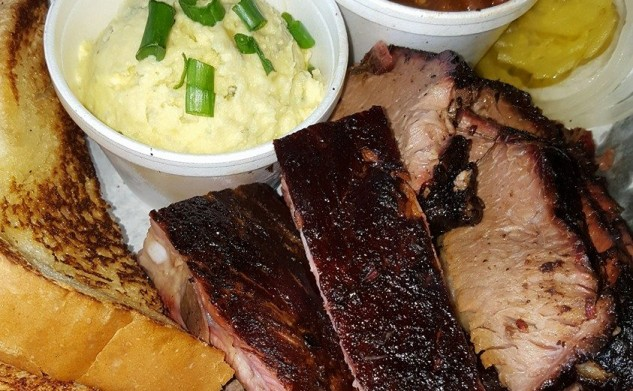 Ray's Real Pit BBQ Shack: Best Que in Town